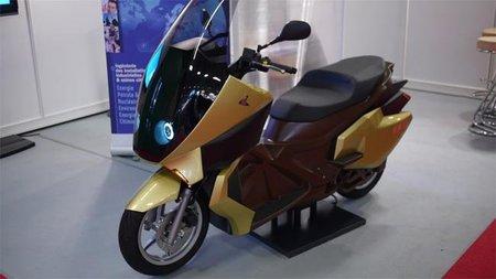 Scooter eléctrico fabricado de lino