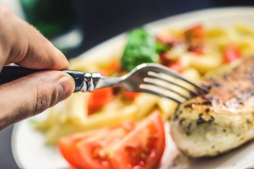 Esto es lo que debe haber en tu mesa si quieres comer menos en cada comida