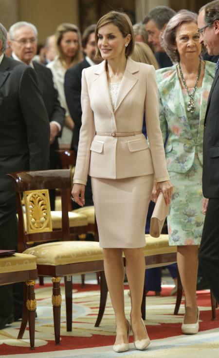 Doña Letizia con traje de chaqueta