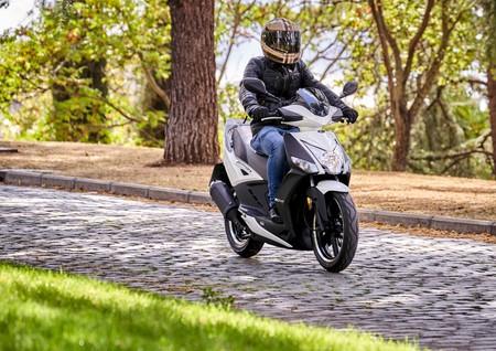 Kymco vuelve a los scooter de 50 cc con el Kymco Agility City 50, el 'hermanito' del superventas de 125 cc