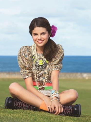 Las jóvenes vienen con fuerza: Selena Gómez en Teen Vogue III