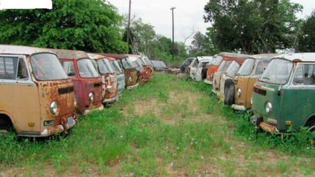 Paraíso para coleccionistas: más de 50 furgonetas Volkswagen clásicas a la venta... ¡por 300.000 euros!