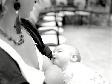 """Mitos sobre la lactancia materna: """"Los bebés no deberían dormirse al pecho, pues el pecho no es un chupete"""""""