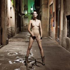 Foto 6 de 8 de la galería barcelona-fomenta-el-desnudo-en-publico-una-verguenza-de-editorial-con-iris-strubegger-desnuda en Trendencias