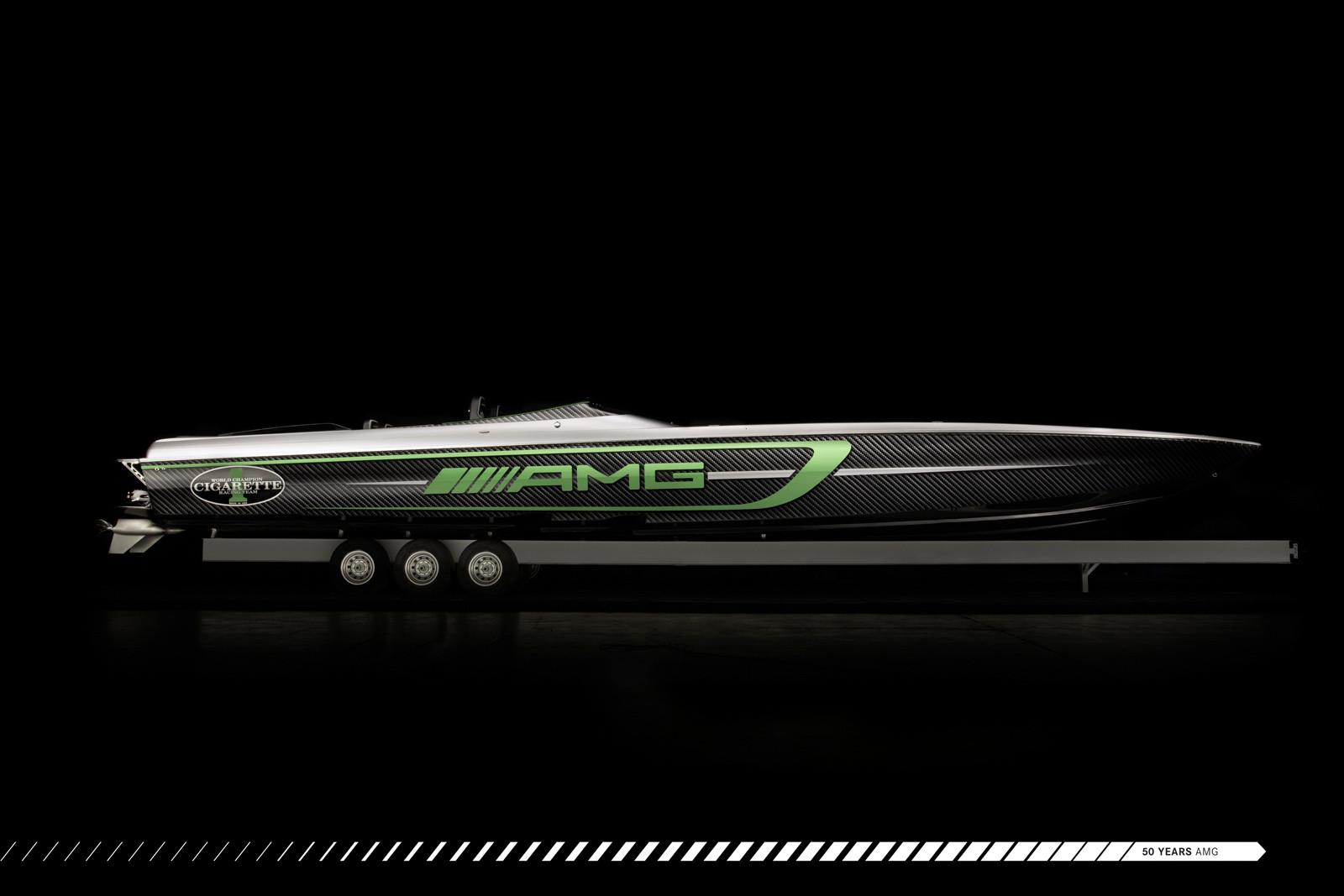 Foto de Cigarette Racing Team 50' Marauder AMG (4/9)