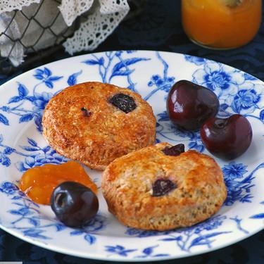 Scones de cerezas y yogur griego: receta para un desayuno sin prisas
