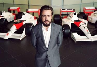 Fernando Alonso pasa de Dasha a Lara, y tira porque le da la gana