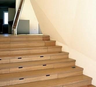 Grandes soluciones para espacios pequeños: convertir tus escalones en cajones
