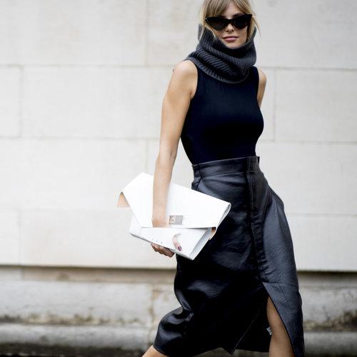 21 looks con falda de piel negra que te van a hacer querer tener una en tu armario. El street-style demuestra que es una tendencia eterna