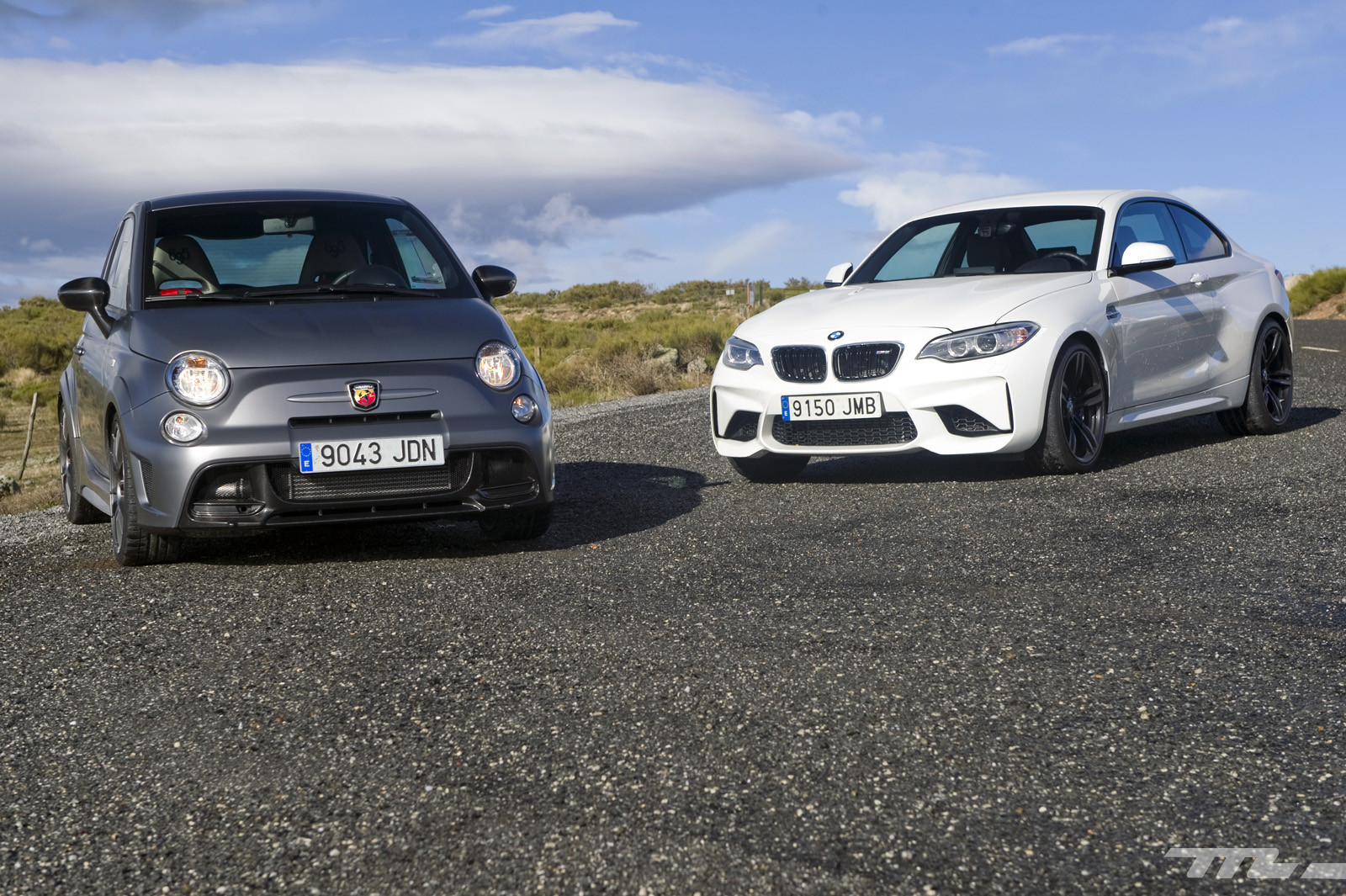 Foto de Abarth 695 Biposto vs BMW M2 (9/44)