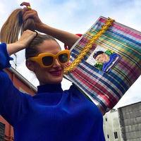 Son de plástico, llenos de color y ya los llevan las más fashionistas: así son los bolsos mexicanos que pronto querrás tener