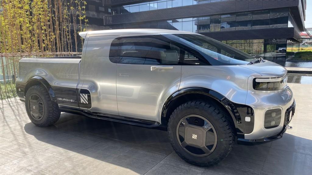 Neuron T/One: una pickup eléctrica (que sí parece pickup), modular y con panel solar que busca hacerle sombra a la Tesla Cybertruck