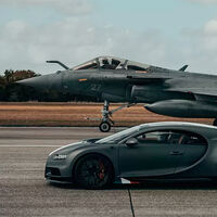 Hoy, en duelos imposibles: el Bugatti Chiron Sport se enfrenta contra un caza en un drag de 7.200 CV