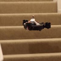 Este usuario ha encontrado la forma de que su robot aspirador suba las escaleras: convertirlo en un dron