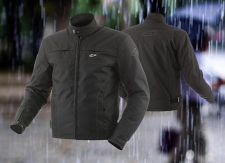 Nueva NK2 de AXO, la chaqueta urbanita pensada para días lluviosos