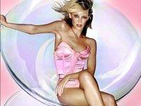 A Kylie Minogue no le importaría montárselo con Angelina Jolie