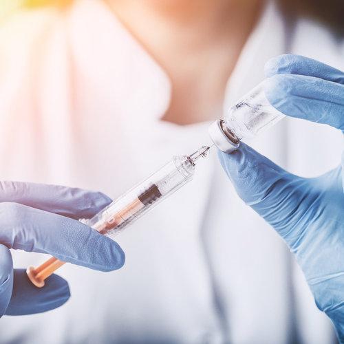 Tras superar una leucemia tendrá que cambiar de colegio porque algunos compañeros de su clase no están vacunados