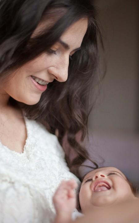 Madre Bebe Riendo