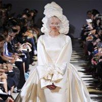 Comme des Garçons Primavera-Verano 2012: sentimiento blanco