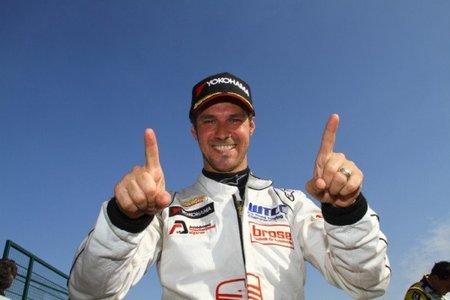 Tiago Monteiro se hace con la pole en la carrera de casa