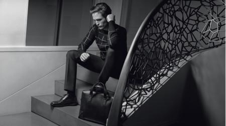 04 Pattinson Reveal Grille2