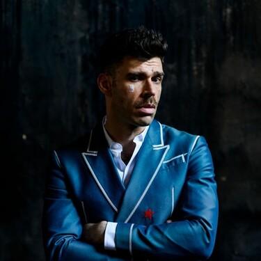 Fernando Valdivielso se decanta por el desenfado de un look de Moschino para los Premios Goya 2021