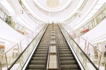 La afluencia a centros comerciales se recupera mejor de lo esperado tras el confinamiento
