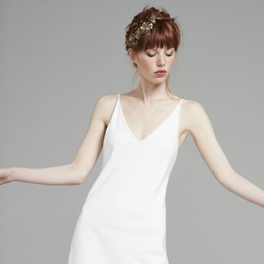 Semi-recogidos, trenzas o coronas: seis peinados con efecto messy que Llongueras propone para las novias e invitadas este 2020