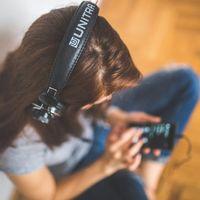 Spotify como aliado del amor (y del desamor): dos chicas rompen y declaran su amor a sus parejas a través de dos playlists