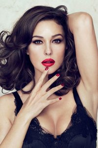 Monica Bellucci y la sensualidad a la italiana para la nueva línea de maquillaje de Dolce & Gabbana