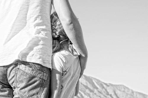 """""""Es su decisión"""", el mensaje de un padre sobre el consentimiento, al ver que su hija decidió no ponerse pendientes"""