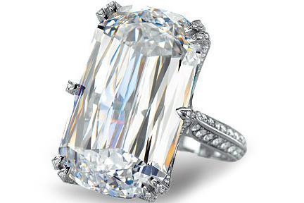 Chopard, un anillo con diamante talla Ashoka de 31 kilates