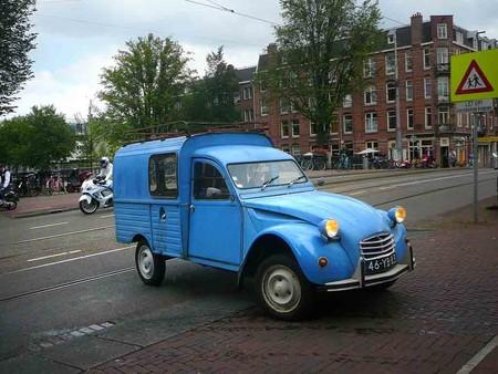 Nueve camionetas extrañas que nunca pensarás que existieron
