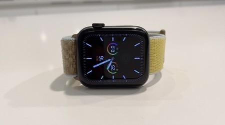 Haz deporte con estilo usando el Apple Watch Series 5 44mm GPS + Cellular de acero inoxidable, por 100 euros menos en TuImeiLibre