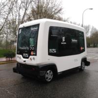 Telefónica enseña un autobús autónomo en el que los pasajeros pueden descargar contenido a 1 Gbps