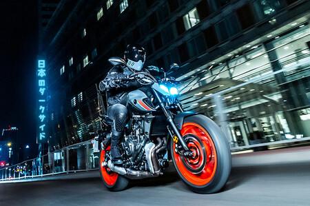 La Yamaha MT-07 también arriesga con la estética para una mecánica continuista de 74 CV pero Euro5