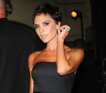 Victoria Beckham cambia de look y ¡se corta el pelo!
