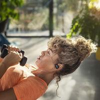 Philips tiene nuevos auriculares deportivos, y llegan con limpieza UV, monitorización cardiaca y tecnología de conducción ósea