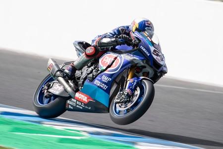 ¡Impresionante! Toprak Razgatlioglu gana la primera carrera de Superbikes del año en un duelo a cuatro hasta el final