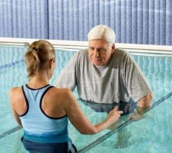Las ventajas de la fisioterapia acuática