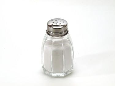 El peligro de la sal en exceso en la comida