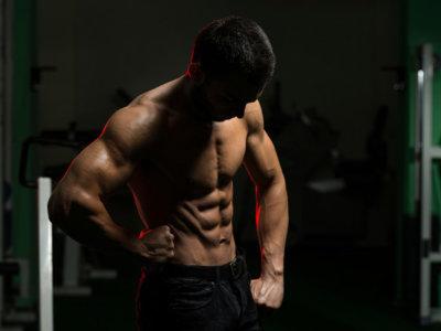 Dos ejercicios por cada grupo muscular para trabajar en casa, sin equipamiento alguno