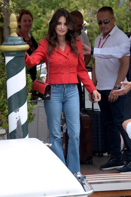 Penélope Cruz y Lily-Rose Depp se convierten en las protagonistas del Festival de Cine de Venecia por sus estilismos de Chanel