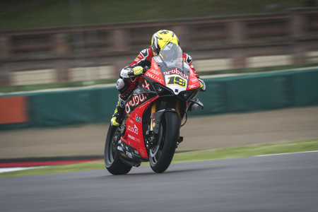 Álvaro Bautista corrió con una vértebra fracturada en Imola por culpa de una caída de motocross