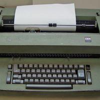 """Hackers en la guerra fría: Rusia espiaba a EE.UU. implantando """"keyloggers"""" en máquinas de escribir"""