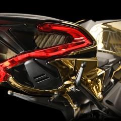 Foto 10 de 14 de la galería mv-agusta-dragster-rc-shining-gold-2019 en Motorpasion Moto