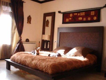 dormitorio con mantas