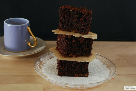 Brownie de calabacín: receta vegana de miga jugosa para amantes del chocolate (y no tanto de las verduras)