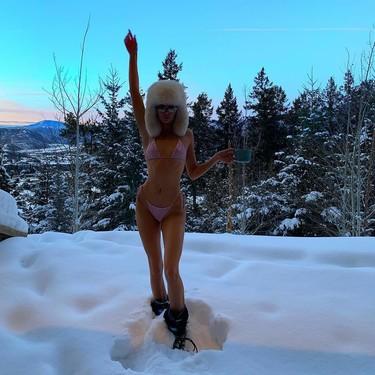 Kendall Jenner y Kourtney Kardashian o cómo posar en bikini en pleno invierno (y rodeadas de nieve)