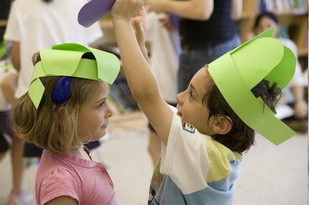 Niños en las charlas de FEDER